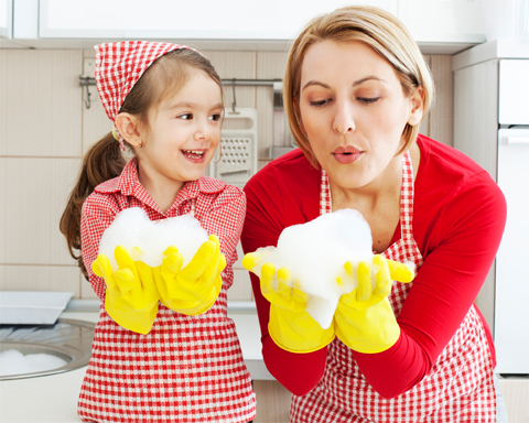 mom-daughter-cleaning